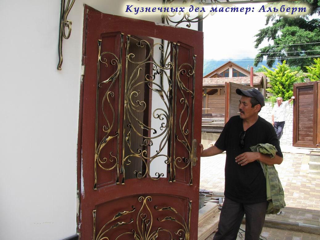 сколько стоят кованые входные двери